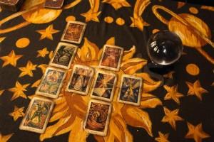 Cartas de tarot sobre la mesa